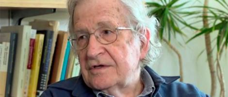 5 frases de Chomsky