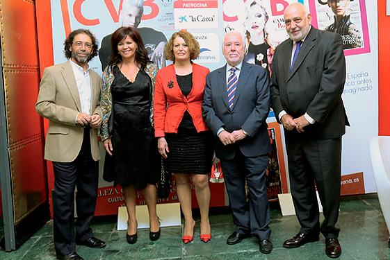 En el centro, la delegada de Participación Ciudadana del Ayuntamiento de Sevilla, Adela Castaño.